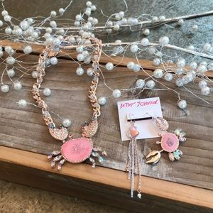"""BETSEY JOHNSON """"CRAB"""" NECKLACE/EARRINGS"""
